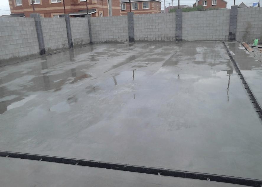 betoniruem-ploshhadku-dlja-avtomobilja