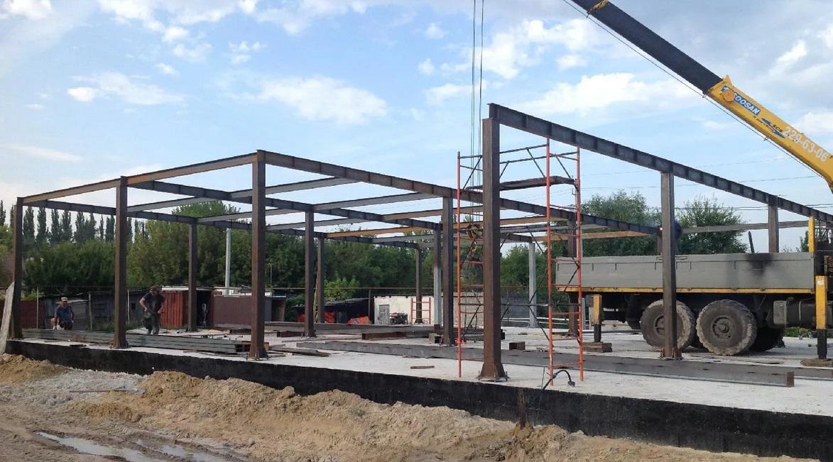 montazh metallicheskih kolonn na fundament